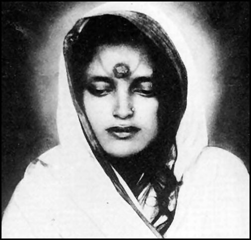 Pensée de Ma Ananda Moyî...les apports de pureté lumière de laksmi. Anandamayi-1