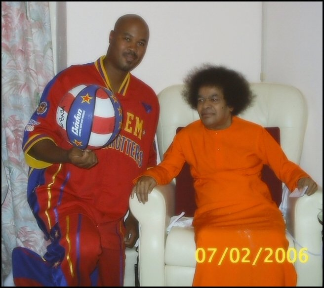 Harlem Globetrotters Visited Sathya Sai Baba At Puttaparthi « Sathya ...