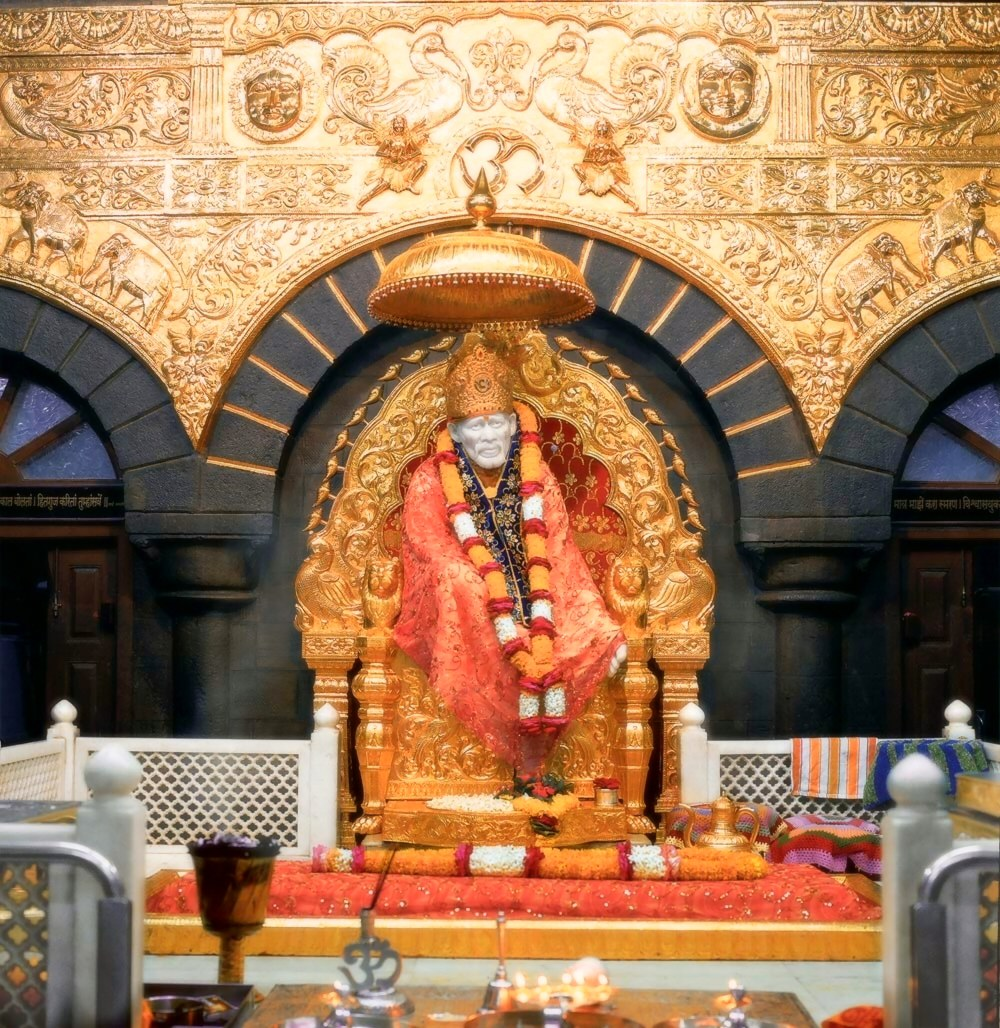 http://sathyasaibaba.files.wordpress.com/2008/07/golden-throne-shirdi-sai.jpg