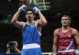 India's Kumar Vijender (L) is declared winner after defeating Thailand's Angkan Chomphuphuang during their 2008 Olympic Games Middleweight (75 kg) boxing bout on August 16, 2008 in Beijing. AFP PHOTO / JACQUES DEMARTHON (Photo credit should read JACQUES DEMARTHON/AFP/Getty Images)