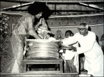 Sathya Sai Baba Preparing For Vibuthi Abhishekam