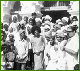 Sathya Sai Baba At A Mosque On Ramzan
